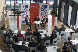 Enkele politieke partijen maken zich zorgen over de overname van Eredivisie Live